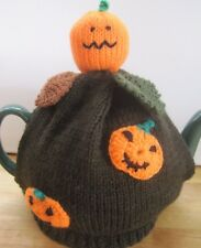 HAND KNITTED HALLOWEEN TEA COSY.  GREAT PARTY GIFT IDEA. PUMPKINS