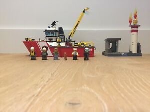Lego 60109 Town City Fire Boat (No box, missing one minifigure)