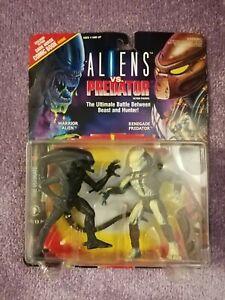 Sealed. NEW! (1992) ALIENS vs PREDATOR figures. Warrior vs Renegade w/comic