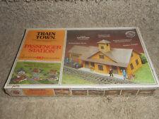 Bachmann Train Town HO Scale Passenger Station Model Kit #47-1506