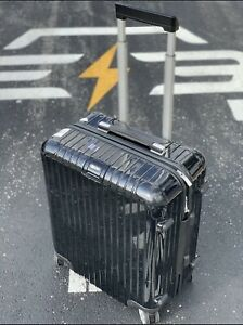 """Rimowa Salsa Deluxe 22"""" Multiwheel Carry-On, Black, Spinner"""