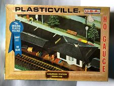 PLASTICVILLE HO SCALE SUBURBAN STATION 2806-149 KIT in box