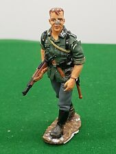 KING AND COUNTRY WW2 GERMAN WALKING WITH RIFLE 737