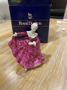 Royal Doulton pretty ladies HN3213 'Kirsty' figurine.
