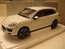 Minichamps 2011 Porsche Cayenne Turbo S White Dealer Edition 1/18 New! Rare!