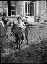 Homme & enfant âne château - Ancien négatif photo an. 1930