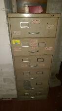 Sammlung Maschinenschrauben und Kugellager in Sortierschrank