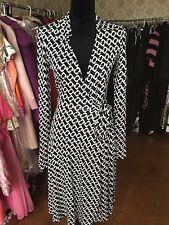 Diane Von Furstenberg Black and White Silk Wrap Dress size 4 circa 2001/2002