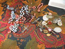 lot de croix medailles morceaux de chapelets broche et divers pour pieces