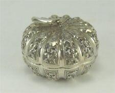 Belle boite argent massif polylobée, Chine/Indochine/Siam, décor en fort relief.