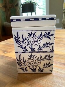 Original Royal Goedewaagen Delft Holland ~ Williamsburg Tea Canister / Box / Jar