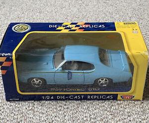 1969 Pontiac GTO Blue 1:24 Motor Max 73200