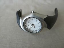 Womens Vintage Oakley Crush 2.5 Watch White Dial Black Rubber Needs Battery Mint
