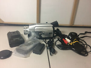 Panasonic NV-DS29 Mini DV Tape Camcorder - Complete with Charger & LEADS.