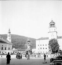 AUTRICHE c. 1950 - Auto Place Fontaine Salzbourg - Négatif 6 x 6 - Aut 159