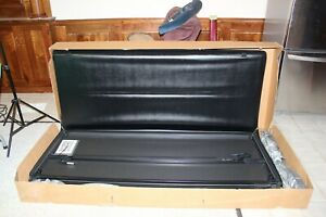 "NEW GENUINE GM 6'6"" Tri Folding Hard Tonneau Bed Cover 07-13 SILVERADO SIERRA"