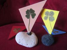 original : un magnet porte bonheur avec 1 VRAI trèfle à 4 feuilles