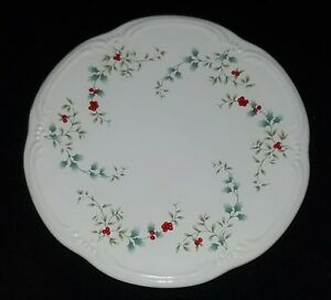 """Pfaltzgraff """"WINTERBERRY"""" TRIVET CHEESE PLATE Holly Berries Relief EXCELLENT  8"""""""