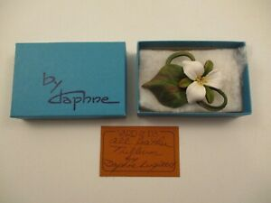 Daphne Handmade Painted Leather Brooch Pin White Trillium Flower