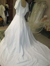 SIZE 22 WHITE NEW BRIDAL GOWN SHORT SLEEVES PRINCESS LINE BRIDAL GOWN SZ 22
