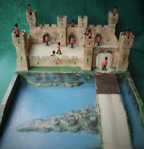 BINBAK VINTAGE 1950s WOODEN TOY CASTLE FORT COMPLETE WITH 12 BRITAINS SOLDIERS