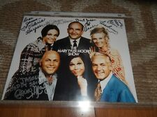 Signed Mary Tyler Moore Cast Photo Ed Asner Leachman Harper MacLeod Autograph