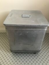 More details for small grundy bin with lid and wheel base