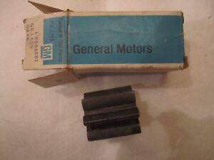 64-72 Oldsmobile V8 Engine Oil Pump Gear NOS 585582