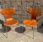 Mid Century Modern Pair of Arne Jacobsen for Fritz Hansen 3103 Hammer Chair  s