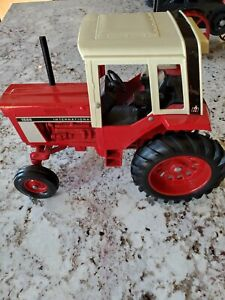Vintage Ertl Diecast metal International Farm Tractor 1586 IH Cab 1:16 Toy Model
