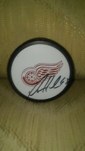 Darren Helm #43 Detroit Red Wings Autographed Hockey Puck NHL Official Made...