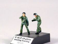 1/72 PJ PRODUCTIONS F-16/F-18 PILOTS STANDING / BOARDING