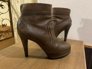 Chanel Boots Brown Leather Ankle Quilted Heel Platform Boots 39 Us 8 US 8,5
