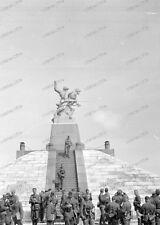 1 x negativ-Paris-1943-Wehrmacht-Soldaten-Denkmal-3