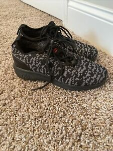 Heelys Player Skate Shoes, Big Boy's Size 4, Black & Grey