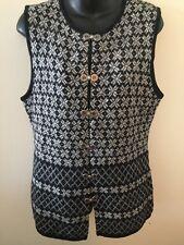 GAP Sweater Vest Womens Sz M 100% Wool Clasp Front Fair Isle Snowflake Pattern