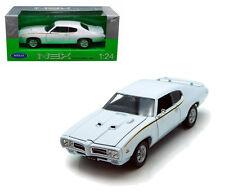 Welly 1/24 Scale 1969 Pontiac GTO Judge White Diecast Car Model 22501