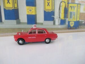 BASE-TOYS FORD CORTINA - LONDON TRANSPORT SCALE 1:76 C304
