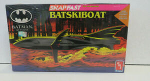 Batman Returns: Snapfast Batskiboat 1/25 Model (1992) Ertl Sealed