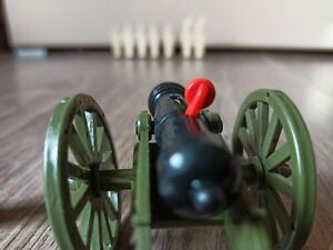 Plastic toy, cannon, toy cannon, shoot bullets, shoot soldiers