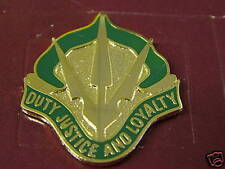 US ARMY UNIT CREST 15TH MILITARY POLICE BRIGADE PIN DUI DUTY JUSTICE AND LOYALTY