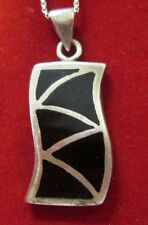 STERLING SILVER BLACK ONYX PENDANT WITH A 31 INCH CHAIN