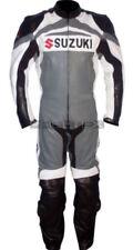 Tute in pelle e altri tessuti grigi con protezioni rimovibili per motociclista