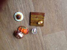 CASA delle Bambole Mobili Cucina Cibo Piastra Cibo con Coperchio, Chop Board, torta, Cibo