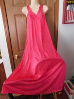 """VANITY FAIR LONG GORGEOUS """"TRUE"""" RED NIGHTGOWN GOWN SMALL USA"""