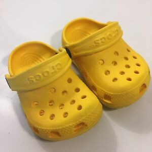 Crocs Baby Littles Size 2-3 (Infant) Yellow Super cute Please Read Description