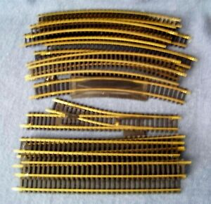 Tyco Industries & Others – Lot of Curved / Straight Track – HO Gauge – 17 Pieces