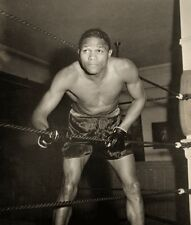 LLOYD MARSHAL 8X10 PHOTO BOXING PICTURE IN GYM