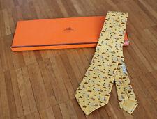 Original Hermés Krawatte - 100% Seide gemustert mit Hasen - inkl. Box - neu