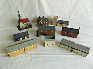 JOB LOT OF ASSORTED HOUSES,CHURCHES,BARN ETC      N  GAUGE